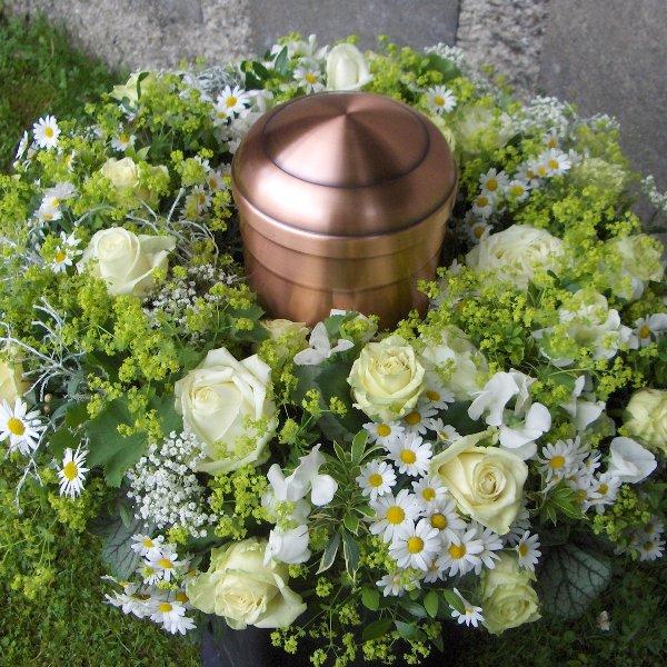 Urnenkranz weiß / grün Bild 1