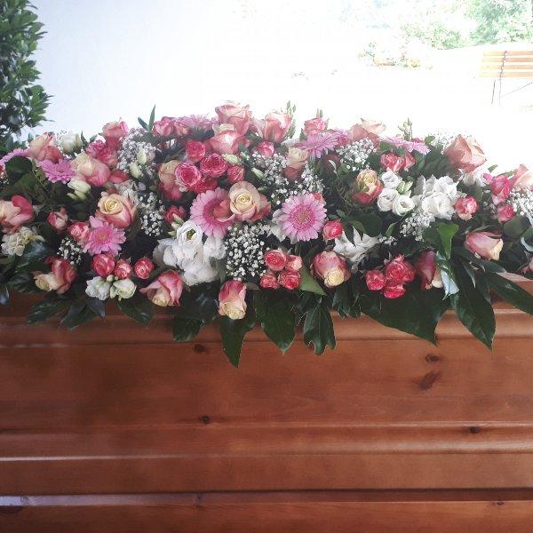 Sargschmuck rosa-weiß Bild 1