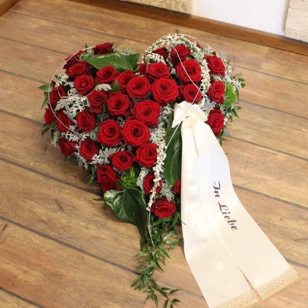 """Trauergesteck """"Herz aus Rosen"""" Bild 1"""