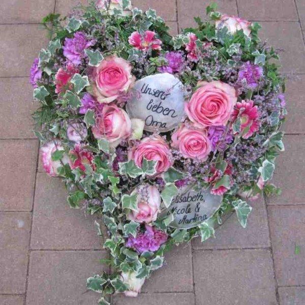 Trauerherz mit rosa Rosen Bild 1