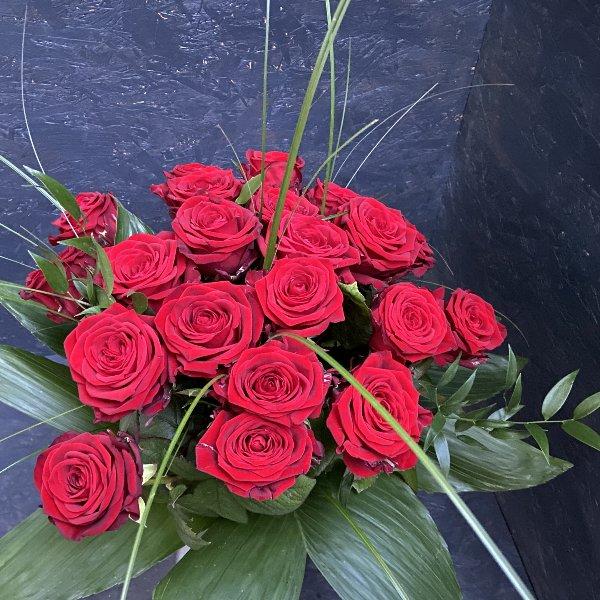 Rosenstrauß in Rot / individuelle Rosenmenge, ca. 60 cm lang Bild 1