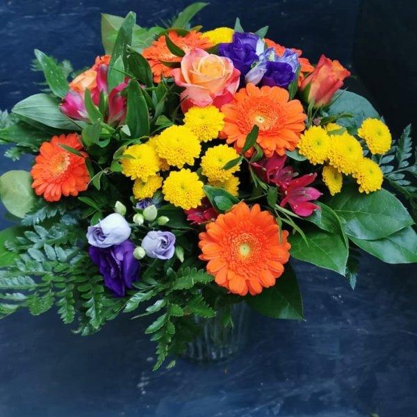 Bunter Blumenstrauß, mit Blumen der Saison Bild 1