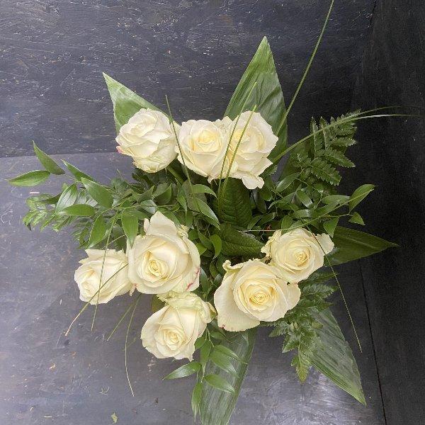 Strauß mit weißen Rosen Bild 1