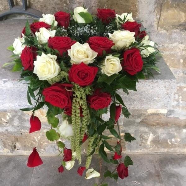 Urnenkranz mit Rosen, abfließend Bild 1