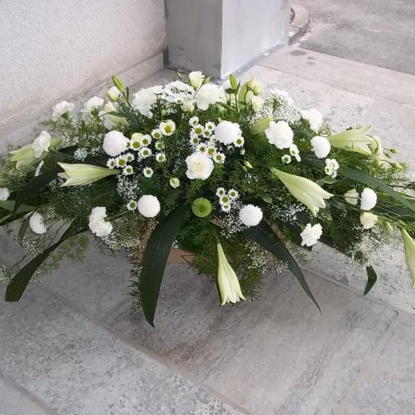 Sargbukett in weiß-grün Bild 1