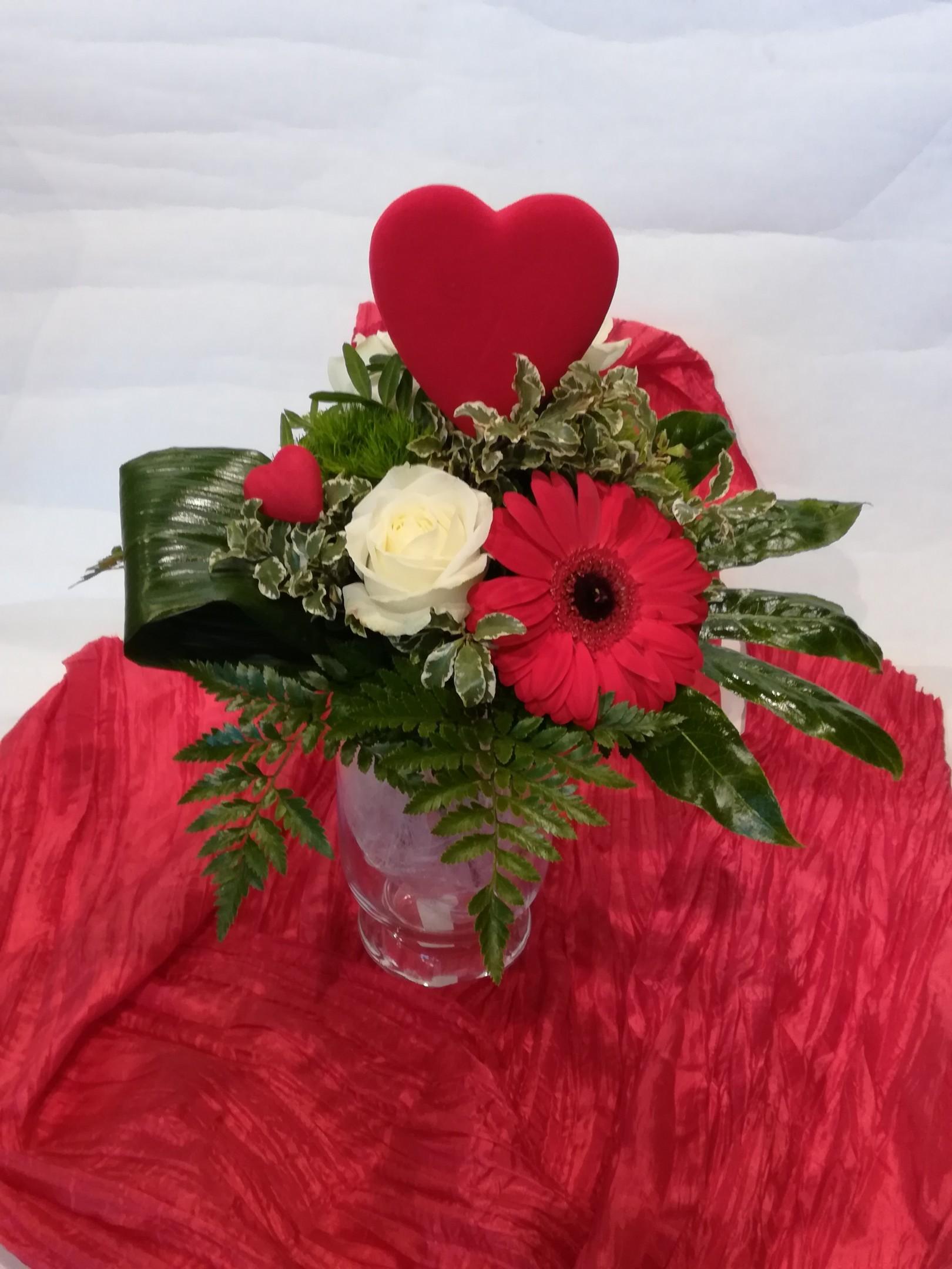 V 3 Strauß in rot mit Herz Bild 1