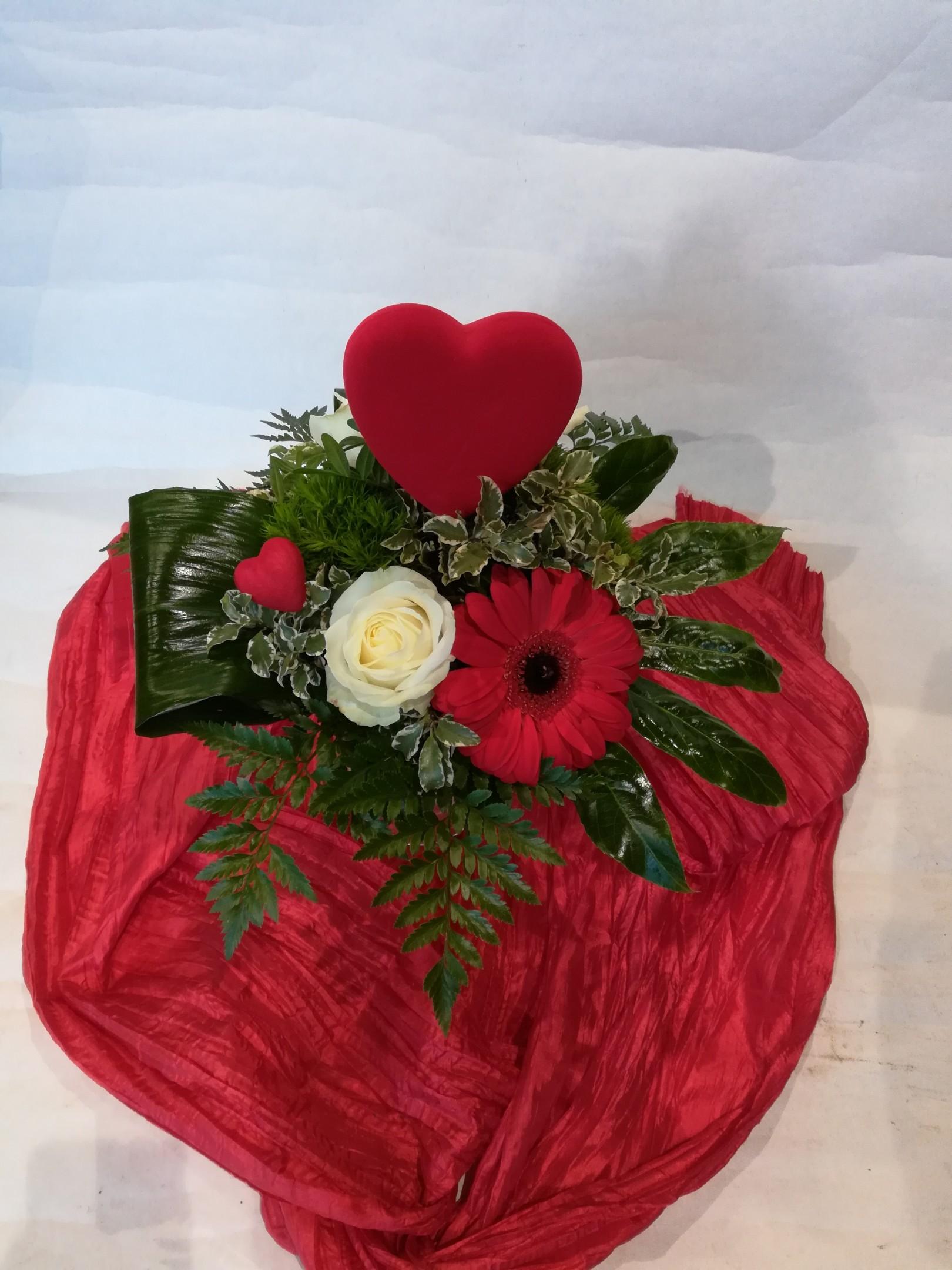 V 3 Strauß in rot mit Herz Bild 2