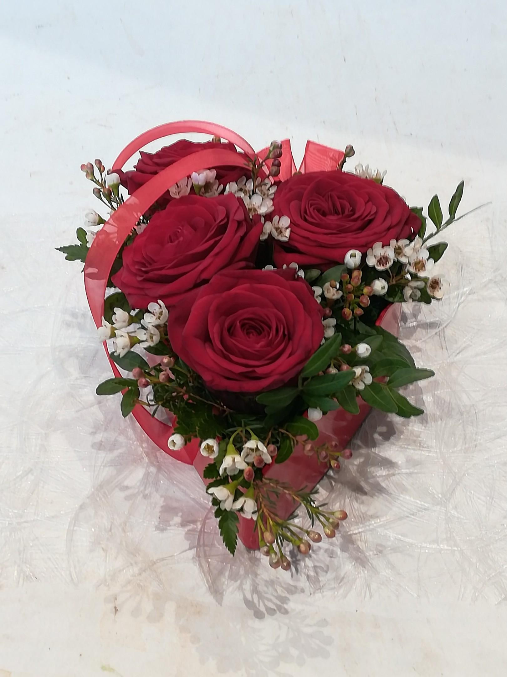 V 6 Herzgefäß gesteckt mit roten Rosen Bild 1