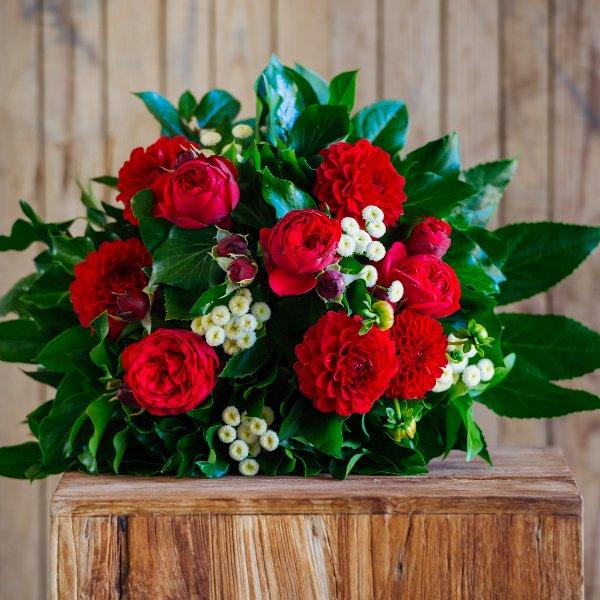 Blumenstrauß in rot Bild 1