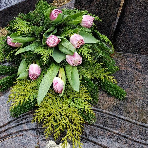 Tulpen auf Tanne Bild 2