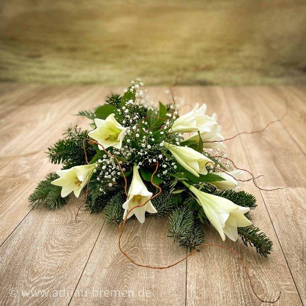 Liegestrauß mit weißen Lilien Bild 1