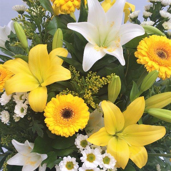 Gesteck in gelb/weiß Bild 2