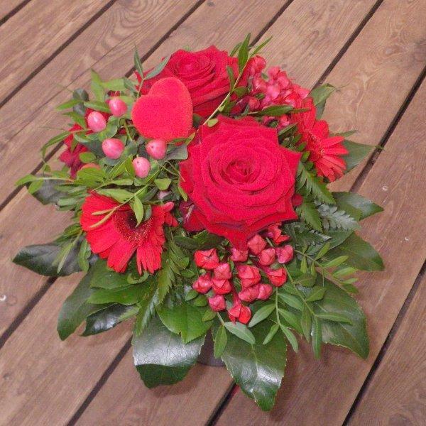 klassischer Rosenstrauß in rot Bild 1
