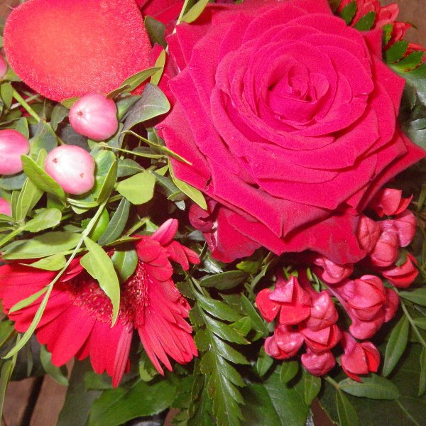 klassischer Rosenstrauß in rot Bild 2