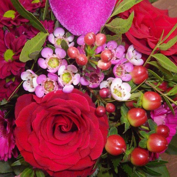Blumenstrauß in rot/pink mit Rosen Bild 2