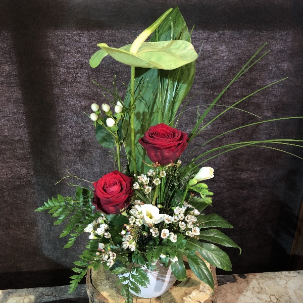 Gesteck mit grüner Anthurie und roten Rosen Bild 1