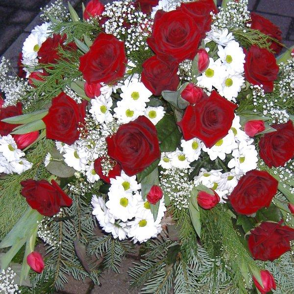Trauerkranz rote Rosen Bild 1
