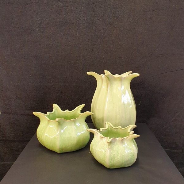 Frühlingsblüher im Keramikgefäß Bild 4