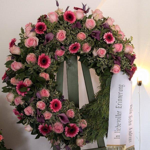 Trauerkranz klassisch_Halbmond rosa Bild 1