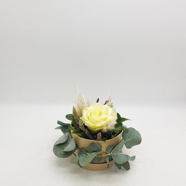 runde Geschenkbox mit weißer Rose Bild 2