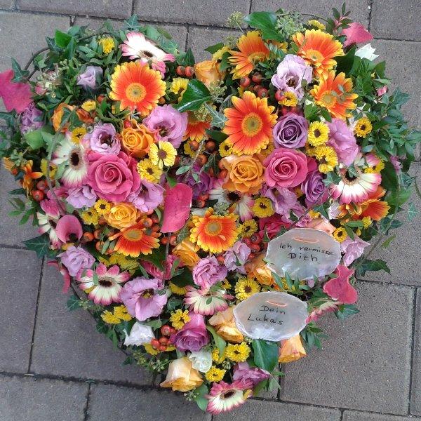 Trauerherz mit bunten Blumen Bild 1