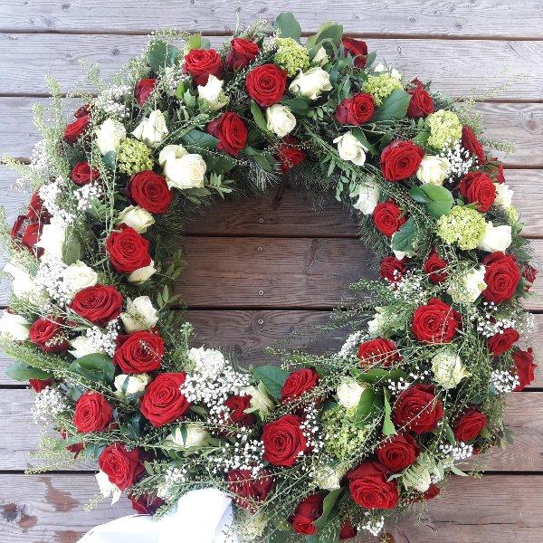 Trauerkranz mit roten und weißen Rosen Bild 1