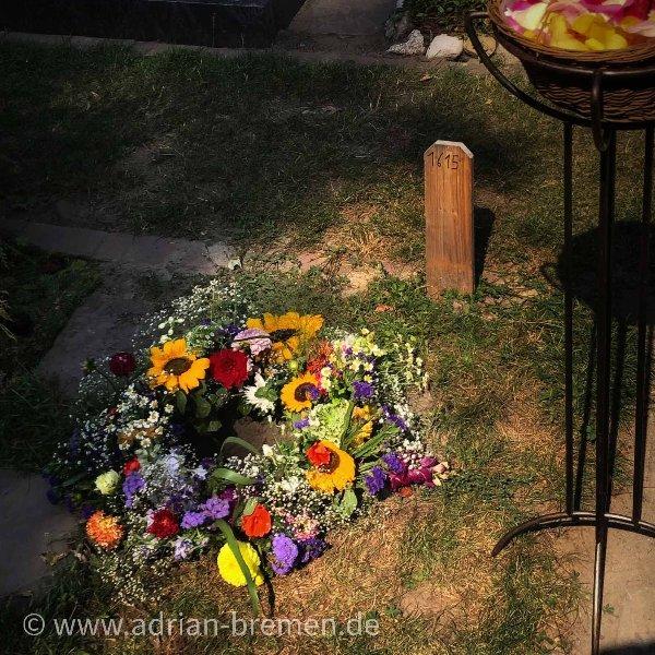 Blütenkranz zur Urnenbeisetzung Bild 1
