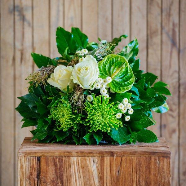 Blumenstrauß á la Saison in grünweiß Bild 1