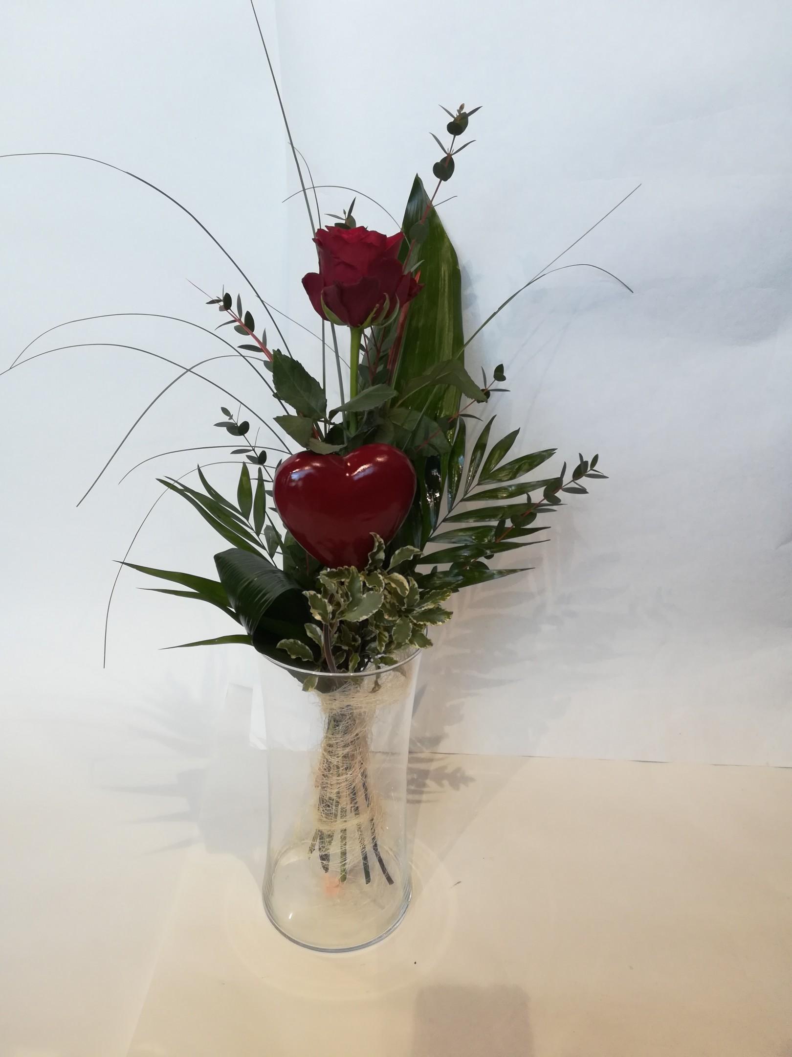 V 13  Einzelne rote Rose mit Herz Bild 1