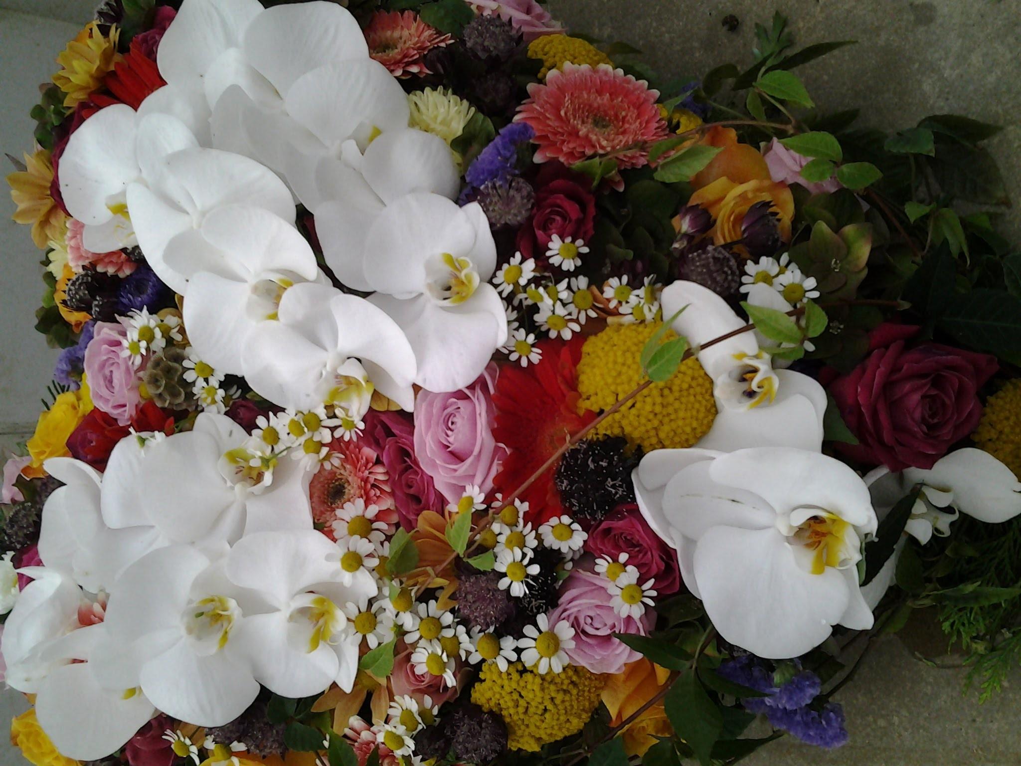 gestecktes Herz mit Orchideen Bild 2