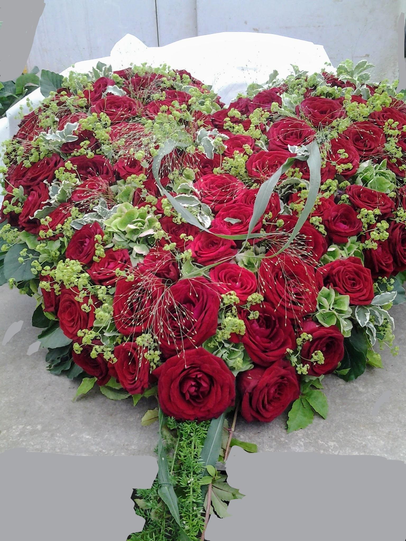gestecktes Herz rote Rosen Bild 2