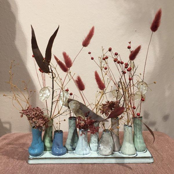 'Väschen-Vase' mit Trockenblumen gefüllt Bild 1