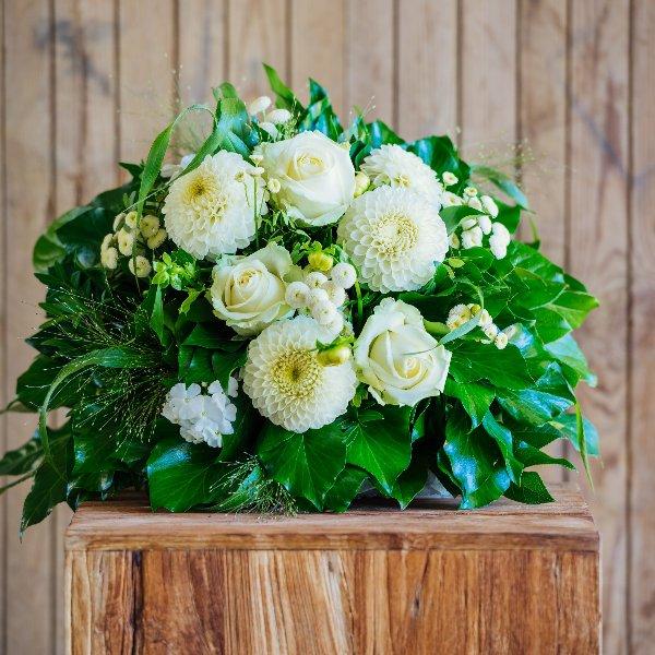 Blumenstrauß á la Saison in weiß Bild 1