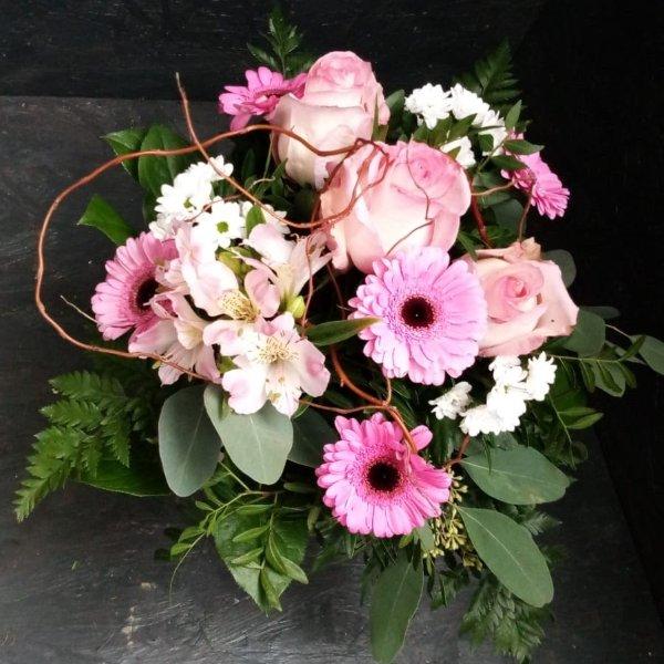 Blumenstrauß in rose Tönen mit Blumen der Saison Bild 1