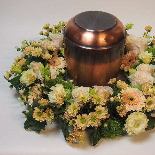 Urnenkranz, crèmefarbene Blumenkombination Bild 3