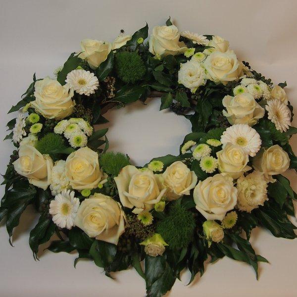 Urnenkranz, Kombination aus weißen Blumen Bild 1