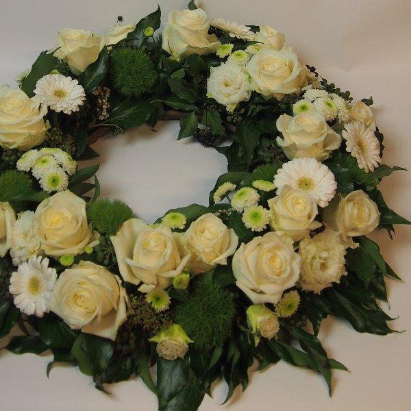 Urnenkranz, Kombination aus weißen Blumen Bild 2