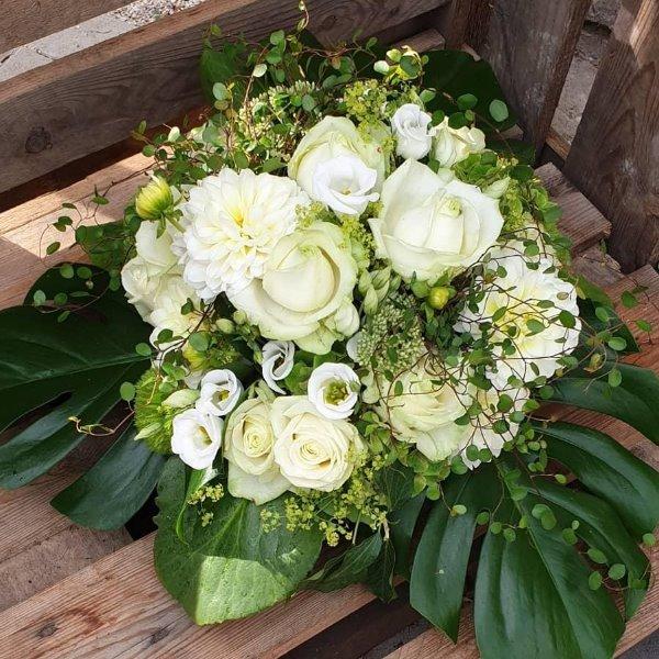 Blütentorte weiß II Bild 1