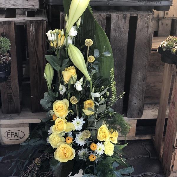 Trauer-Gesteck in gelb-weiß Bild 2