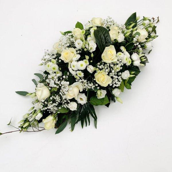 Blumengesteck in weiß, flach gesteckt Bild 1