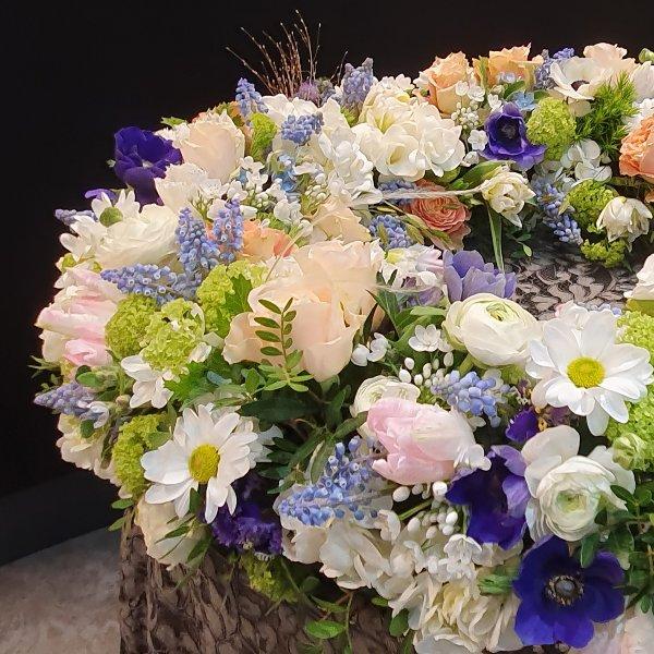 Blütenkranz rundgesteckt bunt Bild 2