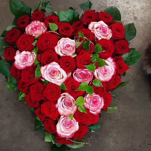 Herzförmiges Rosen Gesteck Bild 1