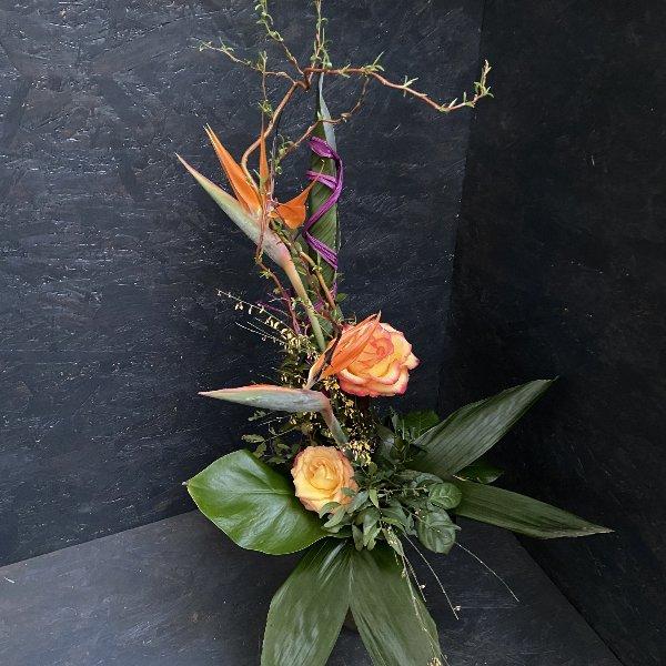 Abgestufter Blumenstrauß mit Blumen der Saison Bild 1