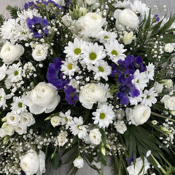 Trauerkranz weiß-blau Bild 2