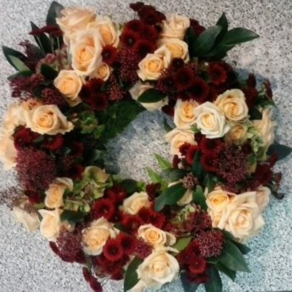 Trauerkranz herbstlich mit Rosen und Chrysanthemen Bild 1