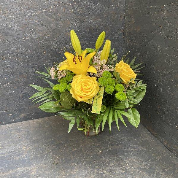 Blumenstrauß in gelb, mit Blumen der Saison Bild 2