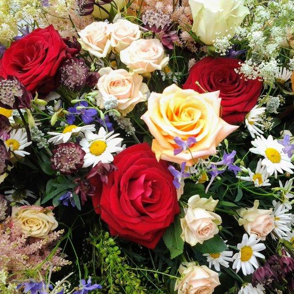 Sarggebinde Sommerblumenwiese Bild 3