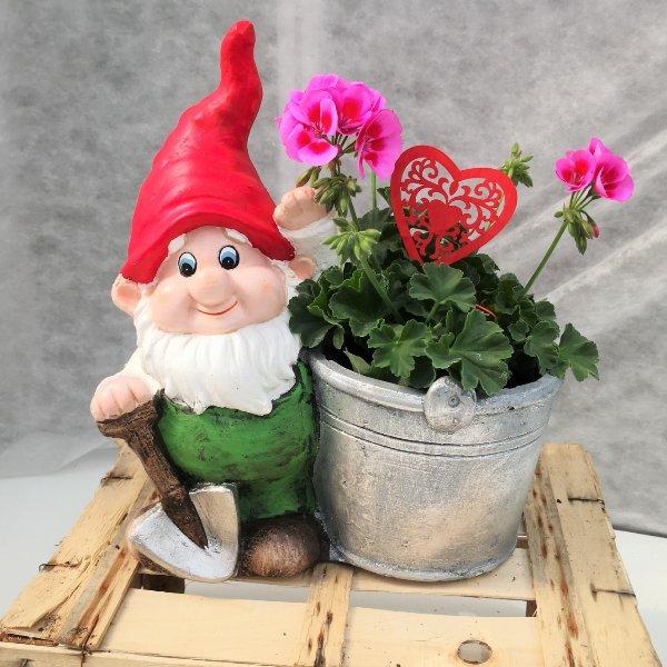 Zwerg mit Blumendeko Bild 2