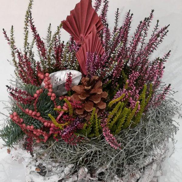 Grabscha 1   Bepflanzter Korb Bild 2