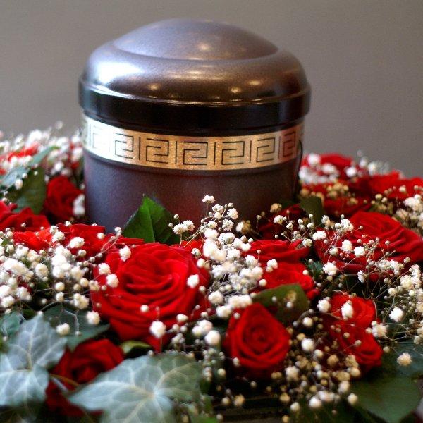 Urnenkranz rote Rosen Bild 1